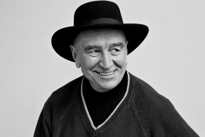 older man in black hat Professional photographer Toronto 8751