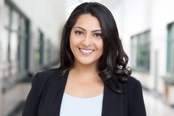 female executive for LinkedIn headshots Toronto 4511