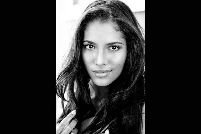 brunette model for portrait photography Toronto 9102