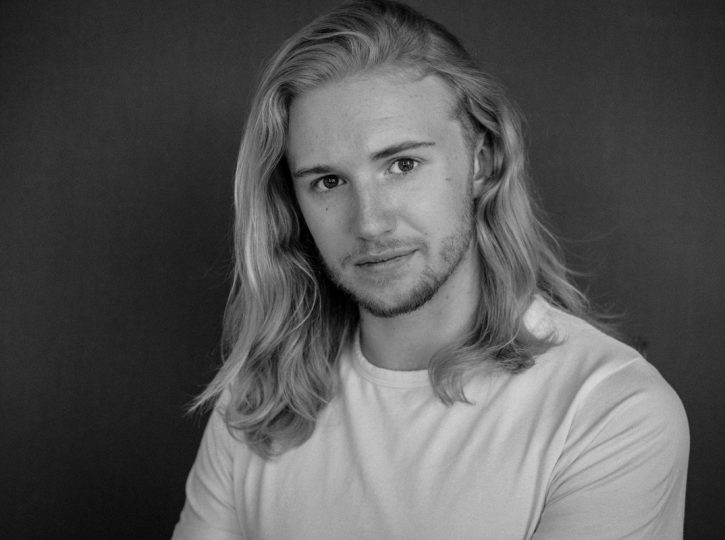white t-shirt and blonde hair, male actor Ian for Toronto portrait photographer 4678