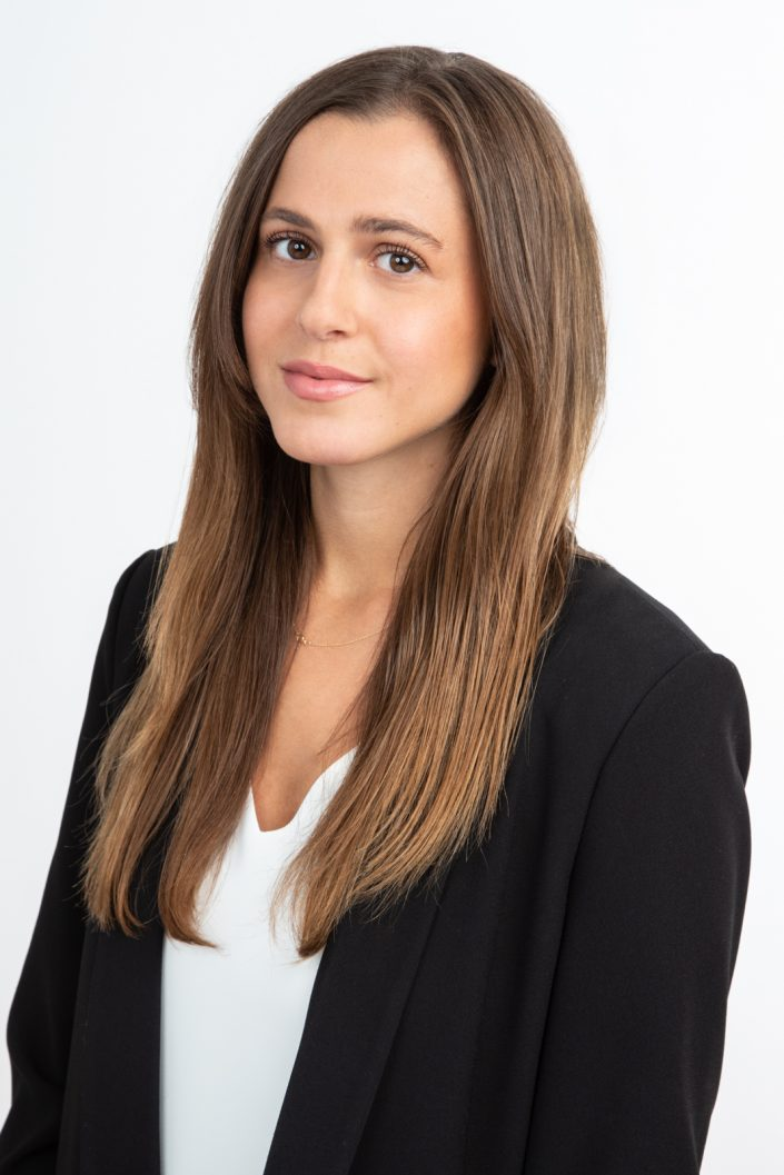 Toronto lawyer Allie for professional headshots 0O7C1675