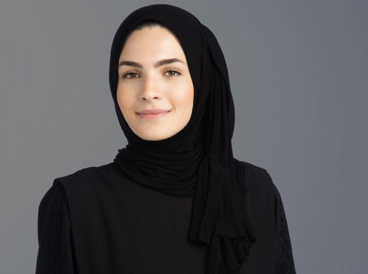 business woman in hijab for corporate headshots toronto 0O7C8323